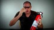 روشن کردن آتش با استفاده از باطری قلمی و پوست آدامس