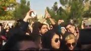 تجمع مردم بعد از فوت مرتضی پاشایی جلوی درب بیمارستان...