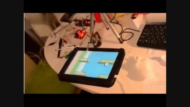 رباتی که می تواند بازی اندرویدی انجام دهد