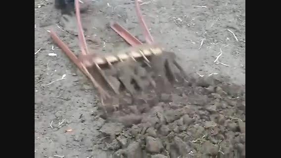 ابزار جدید برای شخم زدن زمین