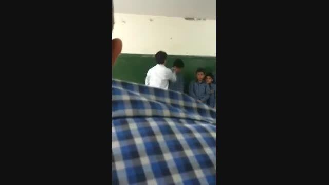 ضرب و شتم وحشیانه دانش آموز توسط معلم