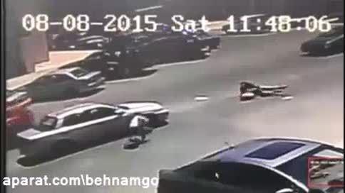 لحظه تصادف شدید دو دختر نوجوان..!