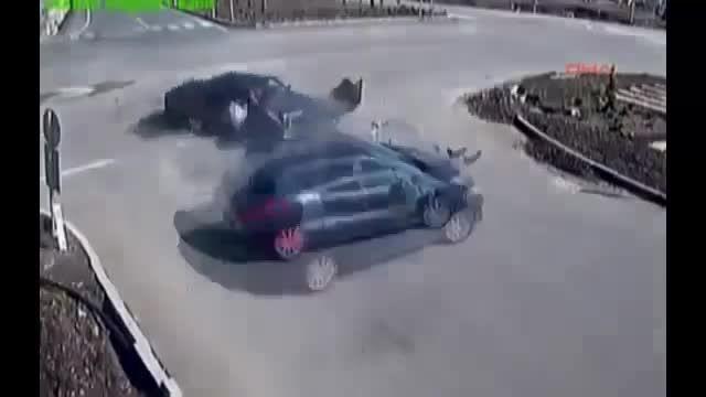 تصادف و پرت شدن سرنشین ازخودرو