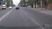 تصادف با عابر به خاطر اشتباه راننده و توجه نکردن به خط