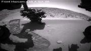 مریخ نورد کنجکاوی در حال کاوش در سطح مریخ