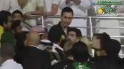 درگیری مارادونا با تماشاچیان الشباب به دلیل فحاشی به همسرش