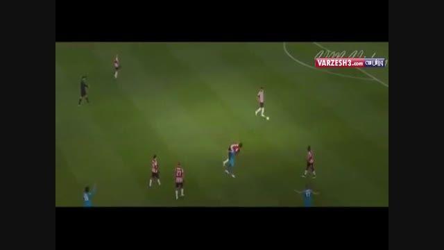 یکی از عجیب و غریب ترین حرکات در زمین فوتبال!!!