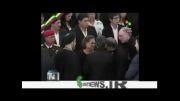 احمدی نژاد مادر چاوز را در آغوش گرفت