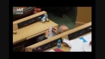 وقتی نماینده مجلس موشک کاغذی می سازد