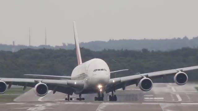 فرود عمودی بزرگ ترین هواپیمای دنیا