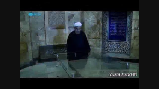 دکتر حسن روحانی در آرامگاه سعدی