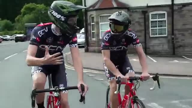 10 پوشش نا مناسب برای دوچرخه سواری
