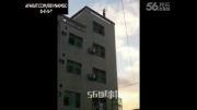 لحظه خودکشی مرد از ساختمان.شوک