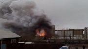 آتش سوزی فوق العاده جالب و دیدنی در انبار مواد محترقه......
