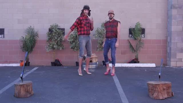 کارهای مردانه با کفش های زنانه!