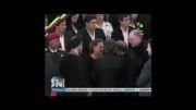 حضور احمدی نژاد در کنار تابوت رئیس جمهور فقید ونزوئلا و همدردی با مادر چاوز