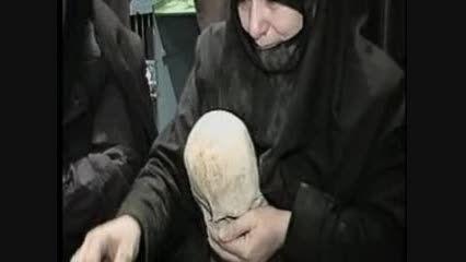 مادر در کنار استخوان های پسرش ؛ با مداحی سلحشور