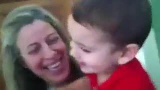 کلیپ خشن کتک زدن وحشیانه نوزاد توسط برادر ۲ ساله اش(+؟)