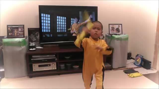نانچیکو کار کردن کودک 5 ساله، در حد بروس لی