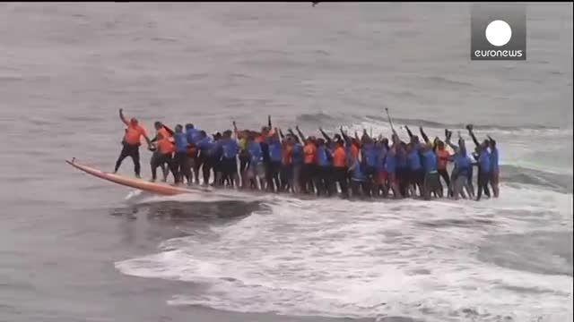 رکورد موج سواری گروهی در کالیفرنیا شکسته شد