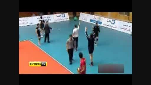 اعتراض مربی و بازیکنان والیبال تبریز به داوری و میزبانی