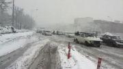 برف بی سابقه و عدم توانایی خودرو ها در عبور از زیر گذر و رو گذر پل استقلال مشهد