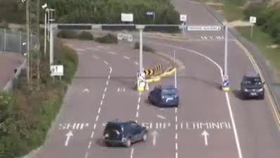 یک دو راهی عجیب و غیر استاندارد و عکس العمل رانندگان