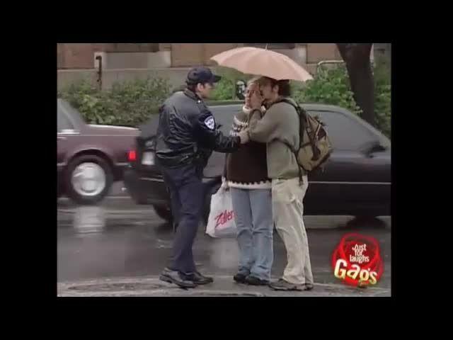 دوربین مخفی گرفتن چتر مردم - Motefavetha.com