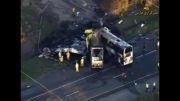 برخورد کامیون با اتوبوس در کالیفرنیا