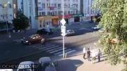 زیر گرفتن انسان بوسیله ماشین در چراغ قرمز