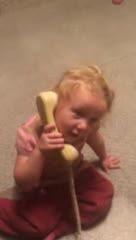 حرف زدن دختر بچه با دوست پسرش