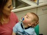 تعجب کودک از شنیدن صدای مادر