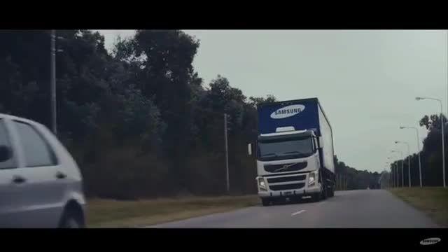 نصب نمایشگرهای غول پیکر پشت کامیون ها توسط سامسونگ 2
