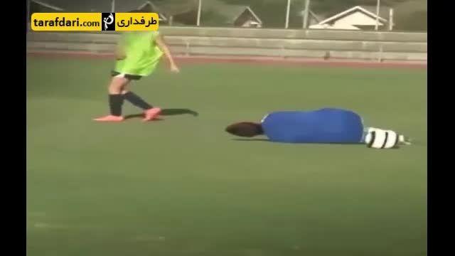 خواستگاری کردن به شکل عجیب در زمین فوتبال