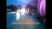 تصادف ماشین و باز شدن درب راننده در حین چرخش