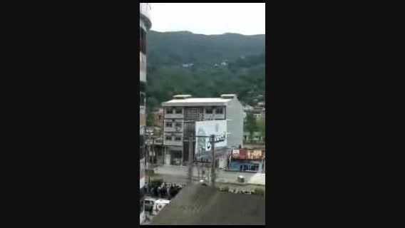 فیلم از ریزش ساختمان 4 طبقه در سیل مازندران...