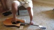 نواختن گیتار با پا