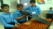 آزمایش درس علوم توسط یك گروه از دانش آموزان-مبحث سطح شیبدار