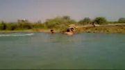 روزهای داغ تابستان وآب تنی جوانان رامشیری در رود پرخطرجراحی