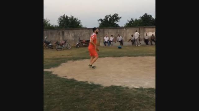والیبال بازی کردن محمد عباس زاده با لباس پرسپولیس 33