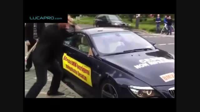 به دلیل عدم ارائه خدمات مرد ایرانی BMW خود را نابود کرد