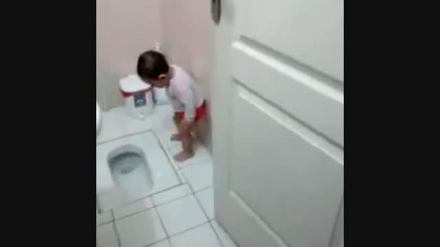 شیرجه توی کاسه توالت