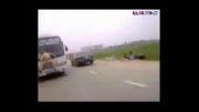 واکنش عجیب مامور پلیس سمج در برابر راننده متخلف!!