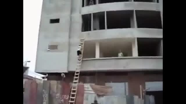 ۱۰ صحنه دیدنی و جالب از کار کارگران ساختمانی