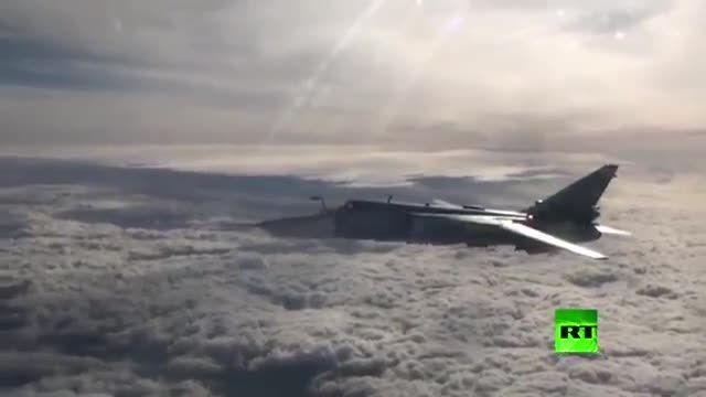 سوخت گیری جت روسی در آسمان