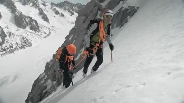 معرفی کلنگ کوهنوردی - PETZL SUMMIT