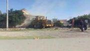 در حال تخریب خانه