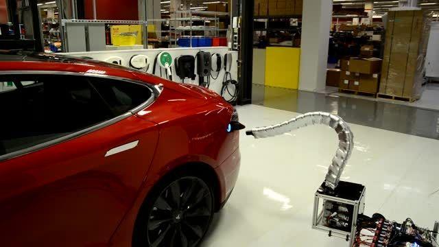 روبات شارژر خودکار تسلا برای خودروهای الکتریکی