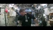 چگونه یك پارچه خیس را در فضا می چلانند ؟