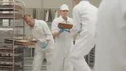 کلیپ ساخت ماشینی از جنس کیک!!میخوام یه گاز ازش بزنم!:))